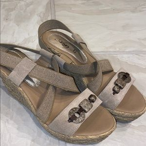 Like new Suede canvas faux rope wedge